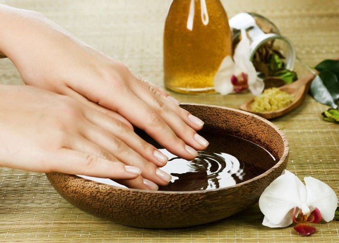 Средства и ванночки для ухода за ногтями